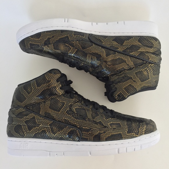 best sneakers 7cd3a e2fff Select Size to Continue. M 5bf1c2c4c61777cca91931ce